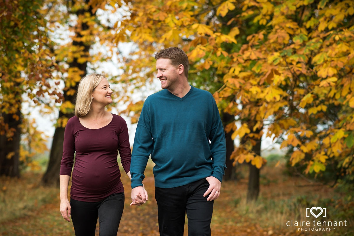 Outdoor maternity shoot in Edinburgh with gorgeous Autumn colours